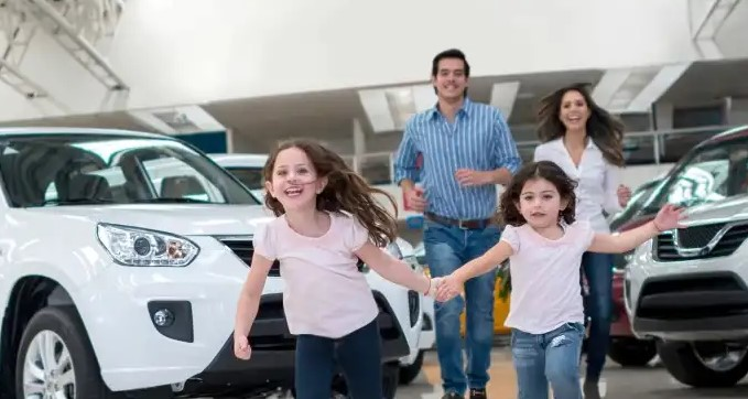family-running-with-cars